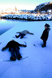 SWEDEN FJALLBACKA JAN04 - Family plays in the snow in Fjallbacka harbour.. . jre/Photo by Jiri Rezac. . © Jiri Rezac 2004. . Contact: +44 (0) 7050 110 417. Mobile:  +44 (0) 7801 337 683. Office:  +44 (0) 20 8968 9635. . Email:   jiri@jirirezac.com. Web:    www.jirirezac.com.