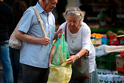 FRANCE PROVENCE AIX EN PROVENCE 3OCT06 - Elderly couple do their shopping at the weekly market in the town centre of Aix en Provence, southern France...jre/Photo by Jiri Rezac..© Jiri Rezac 2006..Contact: +44 (0) 7050 110 417.Mobile:  +44 (0) 7801 337 683.Office:  +44 (0) 20 8968 9635..Email:   jiri@jirirezac.com.Web:    www.jirirezac.com..© All images Jiri Rezac 2006 - All rights reserved.