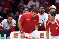 21.11.2014, Stade Pierre Mauroy, Lille, FRA, Davis Cup Finale, Frankreich vs Schweiz, im Bild Marco Chiudinelli (SUI), Michael Lammer (SUI), Stanislas Wawrinka (SUI), Captain Severin Luethi (SUI) feuern Roger Federer (SUI) an // during the Davis Cup Final between France and Switzerland at the Stade Pierre Mauroy in Lille, France on 2014/11/21. EXPA Pictures © 2014, PhotoCredit: EXPA/ Freshfocus/ Valeriano Di Domenico<br /> <br /> *****ATTENTION - for AUT, SLO, CRO, SRB, BIH, MAZ only*****
