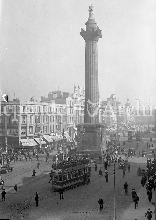 The Nelson Pillar on Dublin's O'Connell St, 1920s. Originally built from 1808 to commmorate the British naval victory over the French at the Battle of Trafalgar, it was destroyed by a republican bomb in 1966. (Part of the Independent Newspapers Ireland/NLI Collection)
