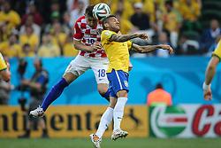 Daniel Alves na partida entre Brasil x Croácia, na abertura da Copa do Mundo 2014, no Estádio Arena Corinthians, em São Paulo. FOTO: Jefferson Bernardes/ Agência Preview