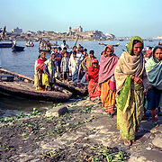 Bangladesh, Dhaka.  Passengers disembark from a river ferry in Old Dhaka.  13 November 2001.
