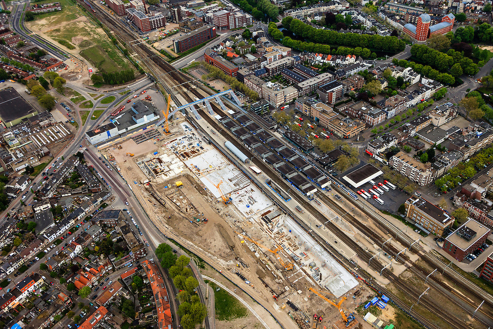 Nederland, Noord-Brabant, Breda, 09-05-2013; spoorzone Breda, station en omgeving. <br /> Via Breda,  ontwikkeling van de Spoorzone in het centrum van Breda. Het gebied rond het nieuw te bouwen station (architect Koen van Velsen) wordt een nieuw stadsdeel, naast de historische binnenstad van Breda.<br /> Via Breda, development of the railway zone in the center of Breda. The area around the new to be constructed railway station (architect Koen van Velsen) will be  a new residential district, next to the historic city of Breda.<br /> luchtfoto (toeslag op standard tarieven)<br /> aerial photo (additional fee required)<br /> copyright foto/photo Siebe Swart