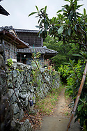 Vandringsleden g&aring;r genom bergsbyar.<br /> <br /> Pilgrimsvandring till 88 tempel p&aring; japanska &ouml;n Shikoku till minne av den japanske munken Kūkai (Kōbō Daishi). <br /> <br /> Fotograf: Christina Sj&ouml;gren<br /> Copyright 2018, All Rights Reserved<br /> <br /> A path through a small monutain village on the Shikoku Pilgrimage, 88 temples associated with the Buddhist monk Kūkai (Kōbō Daishi) on the island of Shikoku, Tokushima Prefecture, Japan