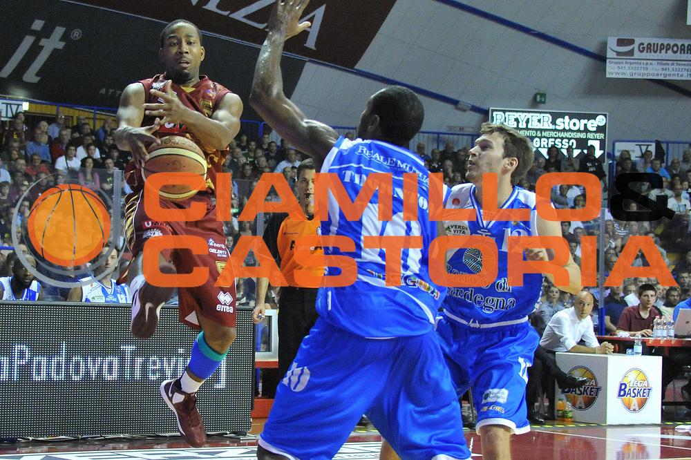 DESCRIZIONE : Venezia Lega A 2012-13 EA7 Umana Venezia Banco Sassari Sardegna<br /> GIOCATORE : keydren clark<br /> CATEGORIA : curiosita equilibrio<br /> SQUADRA : Umana Venezia Banco Sassari Sardegna<br /> EVENTO : Campionato Lega A 2012-2013 <br /> GARA : Umana Venezia Banco Sassari Sardegna <br /> DATA : 21/10/2012<br /> SPORT : Pallacanestro <br /> AUTORE : Agenzia Ciamillo-Castoria/M.Gregolin<br /> Galleria : Lega Basket A 2012-2013  <br /> Fotonotizia : Venezia Lega A 2012-13 Umana Venezia Banco Sassari Sardegna<br /> Predefinita :