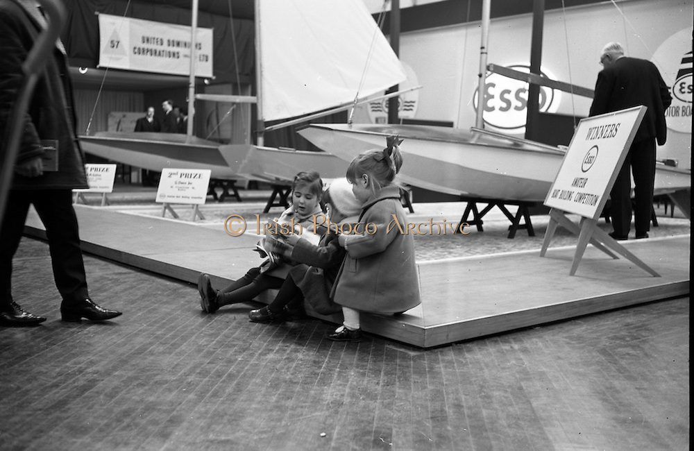 Prospective buyers discuss the catalogue at the RDS Boat Show. <br /> 10.03.1964
