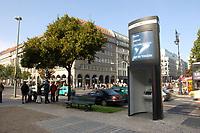 03 OCT 2003, BERLIN/GERMANY:<br /> E-info, Oeffentlicher Computerterminal der Firma Wall, Unterden Linden, Ecke Friedrichstrasse<br /> IMAGE: 20031003-01<br /> KEYWORDS: Computer, Internet