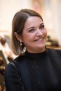 Anne Gautier parle lors de la journée de la femme au pop-up store Guerlain, Paris, le 8 mars 2012. Photo : Lucas Schifres/Pictobank