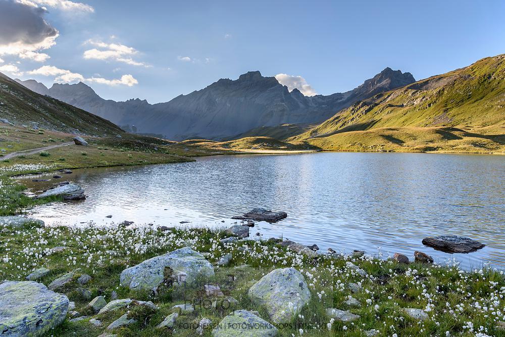 Der obere Lai da Ravais-ch und die Ducan-Kette im Val Ravais-ch, Berg&uuml;n, Parc Ela, Graub&uuml;nden, Schweiz<br /> <br /> The mountain lake Lai da Ravais-ch and the range of the Ducans in the Val Ravais-ch, Berg&uuml;n, Parc Ela, Grisons, Switzerland