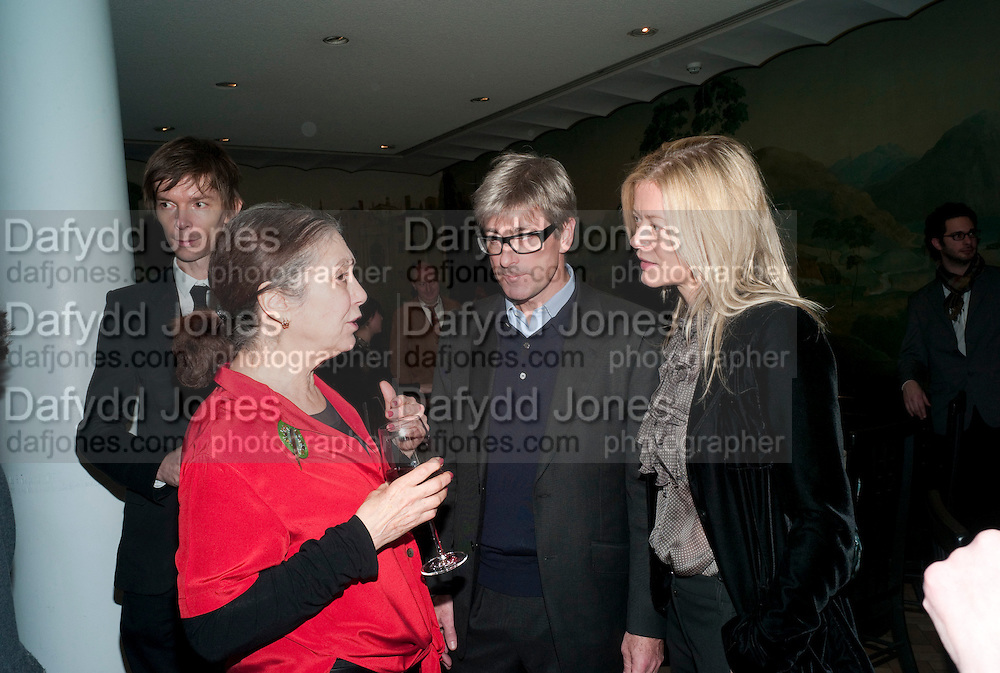 SUSAN HILLER; TIMOTHY TAYLOR; LADY HELEN TAYLOR , Susan Hiller opening, Tate Britain. 31 January 2010. -DO NOT ARCHIVE-© Copyright Photograph by Dafydd Jones. 248 Clapham Rd. London SW9 0PZ. Tel 0207 820 0771. www.dafjones.com.