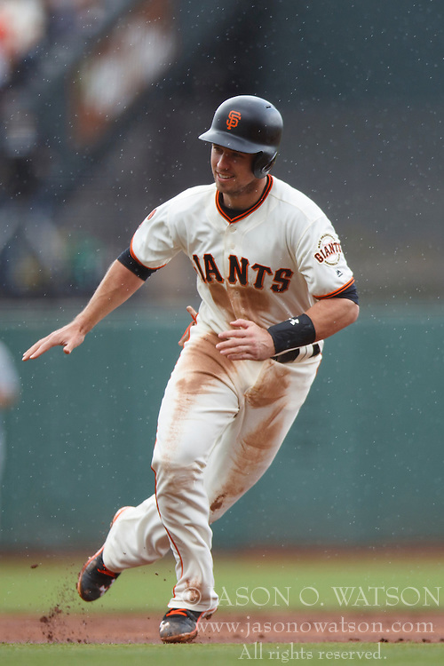 SAN FRANCISCO, CA - OCTOBER 02: Buster Posey #28 of the San Francisco Giants is caught in a run down between first and second bases during the first inning against the Los Angeles Dodgers at AT&T Park on October 2, 2016 in San Francisco, California. The San Francisco Giants defeated the Los Angeles Dodgers 7-1. (Photo by Jason O. Watson/Getty Images) *** Local Caption *** Buster Posey