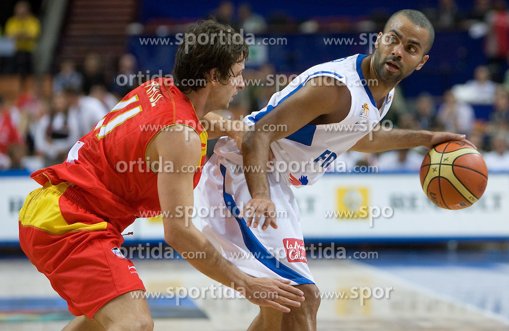Raul Lopez of Spain vs Tony Parker of France during the EuroBasket 2009 Quaterfinals match between Spain and France, on September 17, 2009 in Arena Spodek, Katowice, Poland.  (Photo by Vid Ponikvar / Sportida)