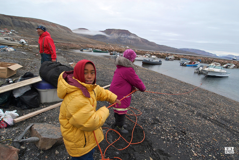 Inuit family. Coastal Inuit community of Arctic Bay. Lancaster Sound. HIgh Arctic. Baffin Island..