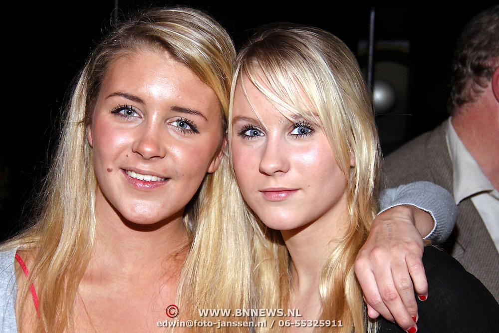 NLD/Hilversum/20081126 - DVD presentatie Gooische Meisjes, Florine Hofstee en zusje