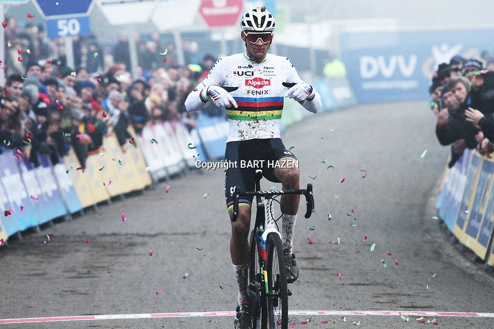 01-01-2020: Wielrennen: DVV trofee veldrijden: Baal:Mathieu van der Poel wint in Baal voor Eli Iserbyt en Tom Pidcock