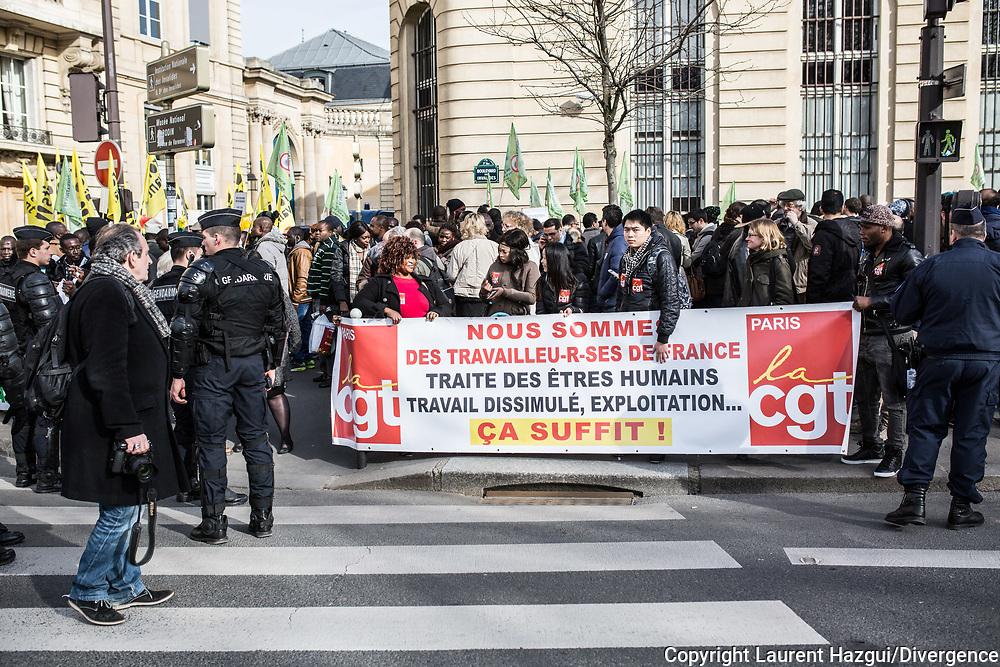 06032015. Paris. Manifestation de sans-papiers avec les grèvistes travailleurs migrants du 57 bd de Strasbourg près du ministère du travail pour réclamer des papiers.