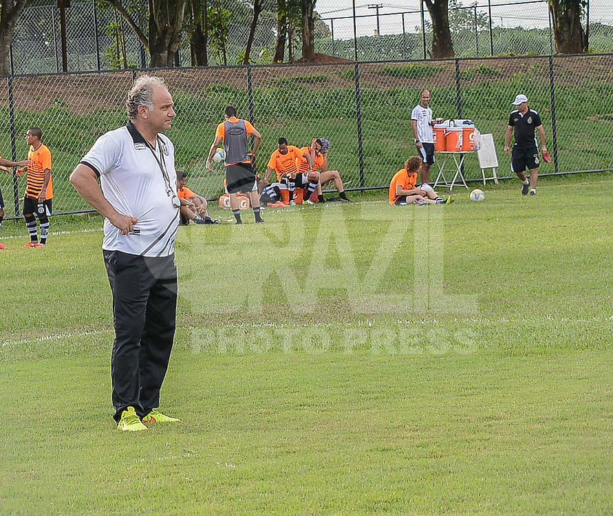 PIRACICABA,SP,17.03.2015 - TREINO XV DE PIRACICABA - A comissão técnica dirigiu treino hoje no CT Raizen para todo o elenco. No destaque Toninho Cecílio o técnico do Nho Quim(Foto: Mauricio Bento/Brazil Photo Press)