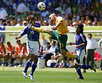 v.l. Takashi Fukunishi, Marco Bresciano<br /> Fussball WM 2006 Australien - Japan<br /> Fotball VM<br /> <br /> Norway only