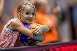 24-08-2017 NED: World Qualifications Netherlands - Czech Republic, Rotterdam<br /> Oranje support publiek jeugd voor aanvang van de wedstrijd