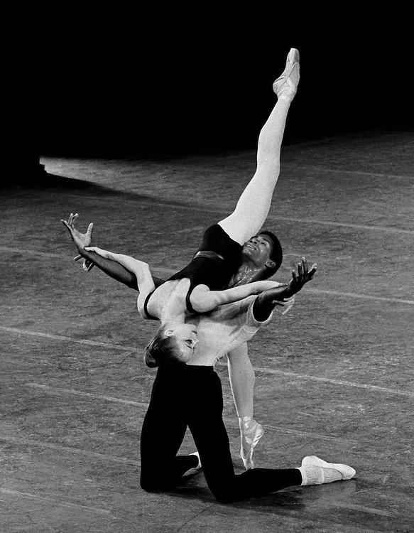 Heather Watts & Mel Tomlinson in Agon.New York City Ballet.©Paul Kolnik.