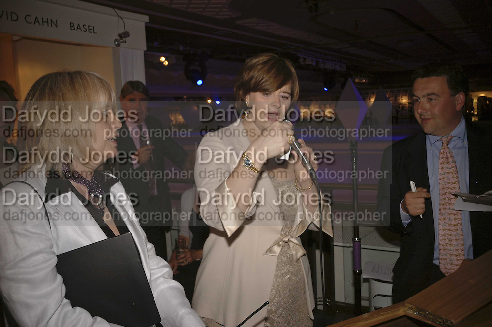 Cherie Booth, Gala champagne reception and dinner in aid of CLIC Sargent.  Grosvenor House Art and Antiques Fair.  Grosvenor House. Park Lane. London. 15 June 2006. ONE TIME USE ONLY - DO NOT ARCHIVE  © Copyright Photograph by Dafydd Jones 66 Stockwell Park Rd. London SW9 0DA Tel 020 7733 0108 www.dafjones.com