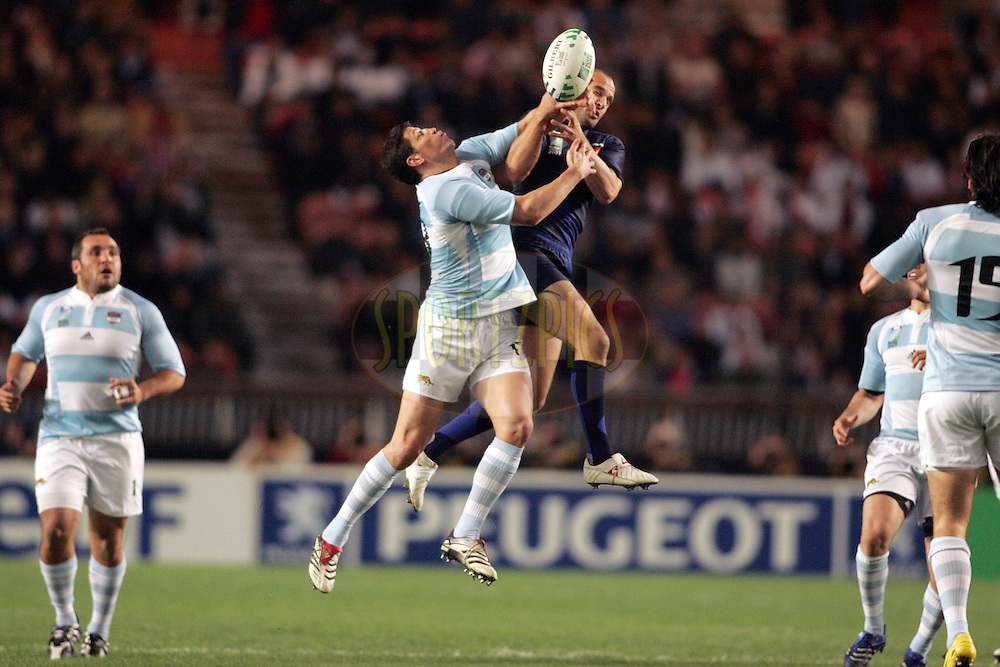 Rugby World Cup, France v Argentina, 19 October 2007. Marcos Ayerza challenges for a high ball at the Parc des Princes, Paris, France. Friday 19 October 2007. Photo: Ron Gaunt/Sportzpics.net