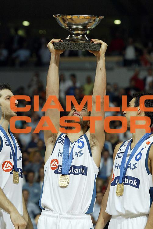 DESCRIZIONE : Belgrado Belgrade Eurobasket Men 2005 Premiazione Closing Ceremony<br /> GIOCATORE : Spanoulis<br /> SQUADRA : Grecia Greece<br /> EVENTO : Eurobasket Men 2005 Campionati Europei Uomini 2005<br /> GARA : <br /> DATA : 25/09/2005<br /> CATEGORIA :<br /> SPORT : Pallacanestro<br /> AUTORE : Ciamillo&amp;Castoria/Fiba Europe Pool