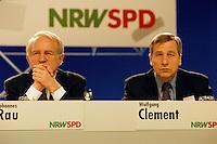 31 JAN 1998. DORTMUND/GERMANY:<br /> Johannes Rau, SPD, Ministerpr&auml;sident Nordrhein-Westfalen, und Wolfgang Clement, SPD, Wirtschaftsminister Nordrhein-Westfalen, auf dem Landesparteitag der SPD NRW<br /> IMAGE: 19980131-01/02-03