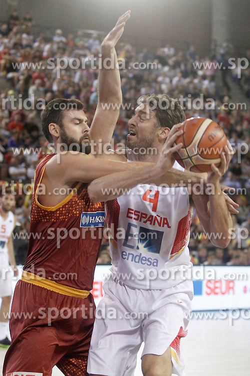 25.08.2015, Palacio de los Deportes de La Rioja, Logrono, ESP, Basketball Testspiel, Spanien vs Mazedonien, im Bild Spain's Pau Gasol (r) and Macedonia's Bojan Trajkovski // during a International Basketball Friendly Match between Spain and Macedonia at the Palacio de los Deportes de La Rioja in Logrono, Spain on 2015/08/25. EXPA Pictures &copy; 2015, PhotoCredit: EXPA/ Alterphotos/ Acero<br /> <br /> *****ATTENTION - OUT of ESP, SUI*****