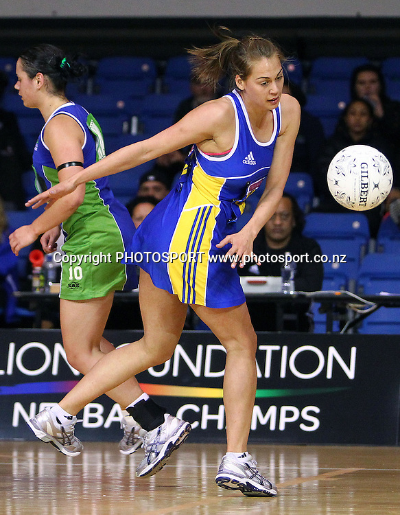 Otago's Hannah Broederlow loses the ball. Lion Foundation Netball Championship. First Grade Division 1 match. Auckland Waitakere v Otago. Trusts Stadium, Auckland, New Zealand. Thursday 30th September 2010. Photo: Anthony Au-Yeung / photosport.co.nz