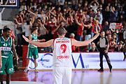 DESCRIZIONE : Teramo Lega A 2011-12 Bancatercas Teramo Sidigas Avellino<br /> GIOCATORE : Valerio Amoroso<br /> CATEGORIA : esultanza tifosi curva<br /> SQUADRA : Bancatercas Teramo <br /> EVENTO : Campionato Lega A 2011-2012<br /> GARA : Bancatercas Teramo Sidigas Avellino<br /> DATA : 30/10/2011<br /> SPORT : Pallacanestro<br /> AUTORE : Agenzia Ciamillo-Castoria/C.De Massis<br /> Galleria : Lega Basket A 2011-2012<br /> Fotonotizia : Teramo Lega A 2011-12 Bancatercas Teramo Sidigas Avellino<br /> Predefinita :