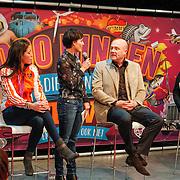 NLD/Amsterdam/20130116 - Vragenvuur kinderen tijdens Kidscollege 2013, sportster Naomie van As, astronaut Andre Kuipers en zanger Jan Smit, presentatrice Vivienne van Assem