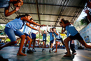 Timoteo_MG, Brasil...A Escola Estadual Capitao Egidio Lima conseguiu refazer seu curriculo, sem ajuda da rede. O grande forte la e a valorizacao da cultura afro-brasileira. Na foto, oficinas de cantiga de roda...The State School Capitao Egidio Lima. The school values the african-Brazilian culture. In this photo, the nursery rhymes...Foto: LEO DRUMOND / NITRO.