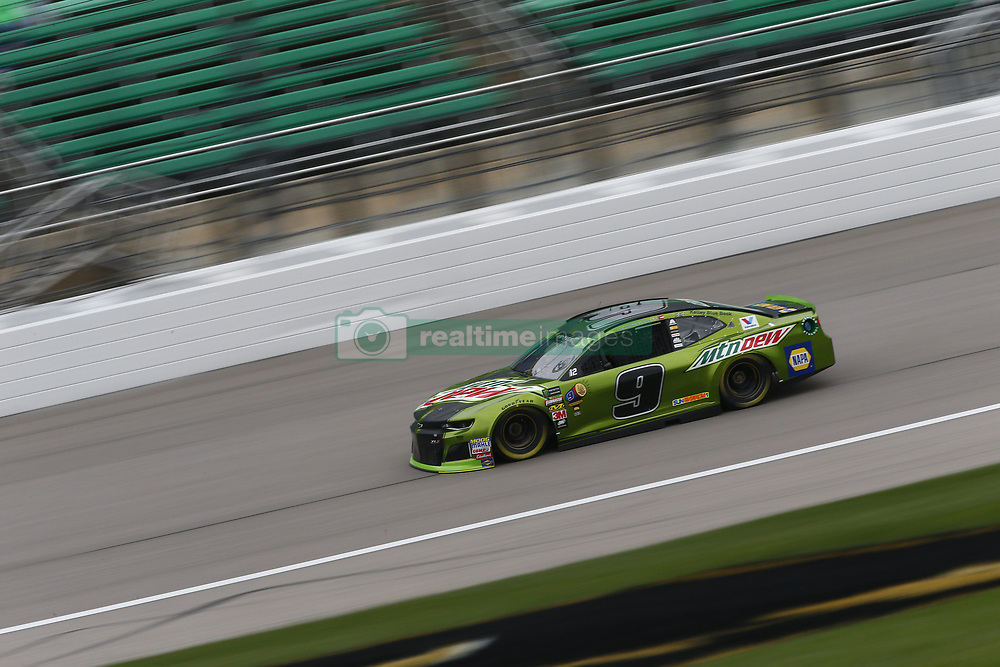 October 19, 2018 - Kansas City, Kansas, United States of America - Chase Elliott (9) hangs out in the garage during practice for the Hollywood Casino 400 at Kansas Speedway in Kansas City, Kansas. (Credit Image: © Justin R. Noe Asp Inc/ASP via ZUMA Wire)