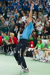 04-03-2012 VOLLEYBAL: FINAL DVV POKAL SCHWERINER SC - ROTE RABEN VILSBIBURG: HALLE<br /> Vreugde bij Teun Buijs (Trainer Schweriner SC) na de 3-1 overwinning<br /> ©2012-FotoHoogendoorn.nl/Conny Kurth
