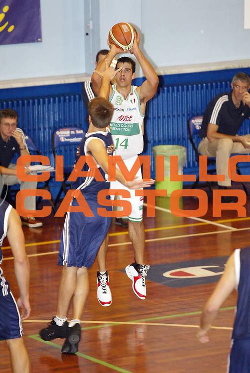 DESCRIZIONE : Moncalieri Precampionato Lega A1 2006-07 Trofeo Citta di Moncalieri Benetton Treviso Lottomatica Roma<br /> GIOCATORE : Frahm <br /> SQUADRA : Benetton Treviso <br /> EVENTO : Precampionato Lega A1 2006-2007 Trofeo Citta di Moncalieri <br /> GARA : Benetton Treviso Lottomatica Roma<br /> DATA : 15/09/2006 <br /> CATEGORIA : Tiro <br /> SPORT : Pallacanestro <br /> AUTORE : Agenzia Ciamillo-Castoria/G.Cottini
