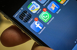 THEMENBILD, Facebook und WhatsApp, im Bild Die Apps von Facebook und WhatsApp am 20.02.2014 auf einem Smartphone zu sehen. Laut Facebook beträgt der Kaufpreis für den populaeren Kurznachrichtendienst WhatsApp 16 Milliarden Dollar (rund elf Mrd. Euro) // ILLUSTRATION, Facebook and WhatsApp, pictured on a smartphone to see the apps from Facebook and WhatsApp on 20/02/2014. According to Facebook, the purchase price for the popular short messaging service WhatsApp is 16 billion dollars (about eleven billion euros). EXPA Pictures © 2014, PhotoCredit: EXPA/ JFK