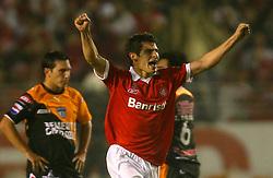 Alex Raphael comemora seu gol contra do Pachuca do México em lance da partida válida pelas finais da Recopa Sul-Americana no estádio Beira Rio, em Porto Alegre 07 de junho de 2007. FOTO: Jefferson Bernardes/Preview.com