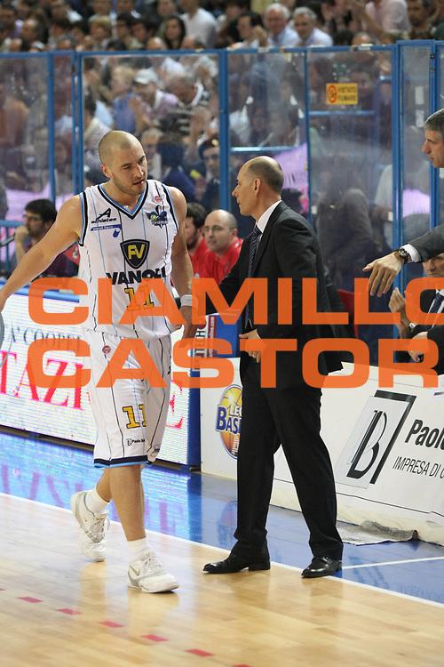 DESCRIZIONE: Cremona  Lega A 2009-10 Vanoli Cremona  Banca Tercas Teramo<br />GIOCATORE: Marko Milic Attilion Caja Coach<br />SQUADRA : Vanoli Cremona<br />EVENTO: Campionato Lega A 2009-10<br />GARA:  Vanoli Cremona   Banca Tercas Teramo<br />DATA:  02/05/2010<br />CATEGORIA: Cambio<br />SPORT: Pallacanestro<br />AUTORE: Agenzia Ciamillo-Castoria/F.Zovadelli<br />GALLERIA: Lega Basket A 2009-2010<br />FOTONOTIZIA: Cremona  Campionato  Italiano Lega A 2009-2010 <br />Vanoli Cremona  Banca Tercas Teramo