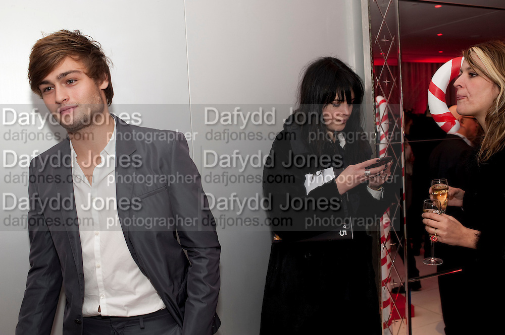DOUGLAS BOOTH; ALISON MOSSHART, English National BalletÕs annual pre-show party at the St. Martin's Lane hotel before a performance of the Nutcracker at the Coliseum. 15 December 2010. <br />  -DO NOT ARCHIVE-© Copyright Photograph by Dafydd Jones. 248 Clapham Rd. London SW9 0PZ. Tel 0207 820 0771. www.dafjones.com.<br /> DOUGLAS BOOTH; ALISON MOSSHART, English National Ballet's annual pre-show party at the St. Martin's Lane hotel before a performance of the Nutcracker at the Coliseum. 15 December 2010. <br />  -DO NOT ARCHIVE-© Copyright Photograph by Dafydd Jones. 248 Clapham Rd. London SW9 0PZ. Tel 0207 820 0771. www.dafjones.com.