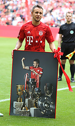 18.05.2019, Allianz Arena, Muenchen, GER, 1. FBL, FC Bayern Muenchen vs Eintracht Frankfurt, 34. Runde, Meisterfeier nach Spielende, im Bild Rafinha // during the celebration after winning the championship of German Bundesliga season 2018/2019. Allianz Arena in Munich, Germany on 2019/05/18. EXPA Pictures © 2019, PhotoCredit: EXPA/ SM<br /> <br /> *****ATTENTION - OUT of GER*****