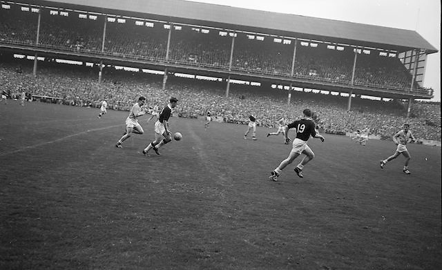 Galway advances down the pitch followed by Dublin during the All Ireland Senior Gaelic Football Championship Final Dublin v Galway in Croke Park on the 22nd September 1963. Dublin 1-9 Galway 0-10.