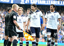 30.04.2011, Stamford Bridge, London, ENG, PL, FC Chelsea vs Tottenham Hotspur, im Bild Vedran Corluka (C) of Tottenham argues with the linesman who gave the disputed game..Chelsea v Tottenham .Premier League,.Stamford Bridge, London. UK..30/4/11. EXPA Pictures © 2011, PhotoCredit: EXPA/ IPS/ Sean Ryan +++++ ATTENTION - OUT OF ENGLAND/UK and FRANCE/FR +++++