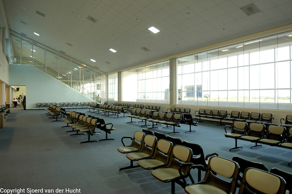 Empty chairs in departure Reina Beatrix Airport Aruba.<br /> Lege stoelen in vertrekhal van het vliegveld in Aruba