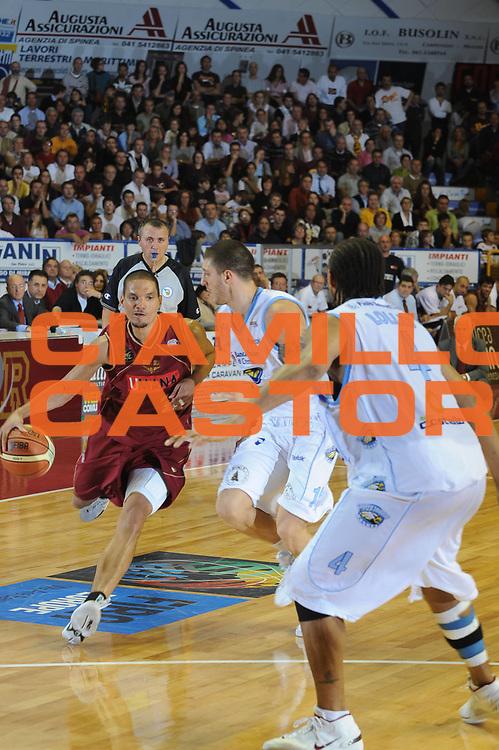 DESCRIZIONE : Venezia Lega A2 2008-09 Umana Reyer Venezia Vanoli Soresina <br /> GIOCATORE : Nathan Green<br /> SQUADRA : Umana Reyer Venezia <br /> EVENTO : Campionato Lega A2 2008-2009 <br /> GARA : Umana Reyer Venezia Vanoli Soresina<br /> DATA : 26/10/2008<br /> CATEGORIA : Palleggio<br /> SPORT : Pallacanestro <br /> AUTORE : Agenzia Ciamillo-Castoria/M.Gregolin