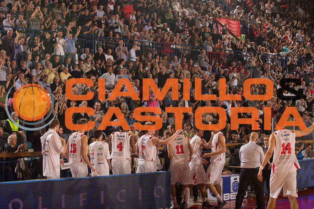 DESCRIZIONE : Reggio Emilia Lega A 2013-14 Grissin Bon Reggio Emilia Montepaschi Siena<br /> GIOCATORE : tifosi Grissin Bon Reggio Emilia<br /> CATEGORIA : esultanza<br /> SQUADRA : Grissin Bon Reggio Emilia<br /> EVENTO : Campionato Lega A 2013-2014 <br /> GARA : Grissin Bon Reggio Emilia Montepaschi Siena<br /> DATA : 20/10/2013<br /> SPORT : Pallacanestro <br /> AUTORE : Agenzia Ciamillo-Castoria/E.Rossi<br /> Galleria : Lega Basket A 2013-2014   <br /> Fotonotizia : Reggio Emilia Lega A 2013-14 Grissin Bon Reggio Emilia Montepaschi Siena