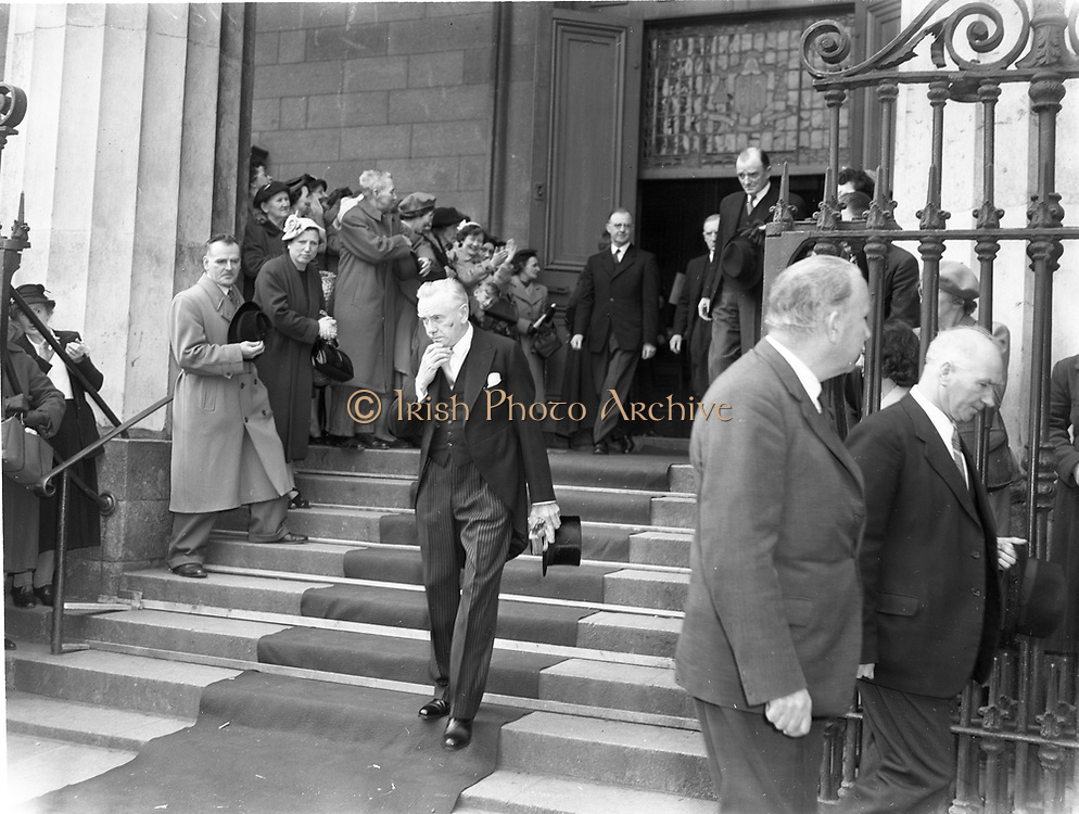 Mass at Pro-Cathedral Malbouragh Street Dublin prior to 15th Dail many cabinet ministers attending 2-6-1954  2nd june 1954
