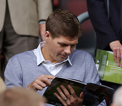 Liverpool, England - Saturday, September 1, 2007: Liverpool's Steven Gerrard MBE before the Premiership match against Derby County at Anfield. (Photo by David Rawcliffe/Propaganda)