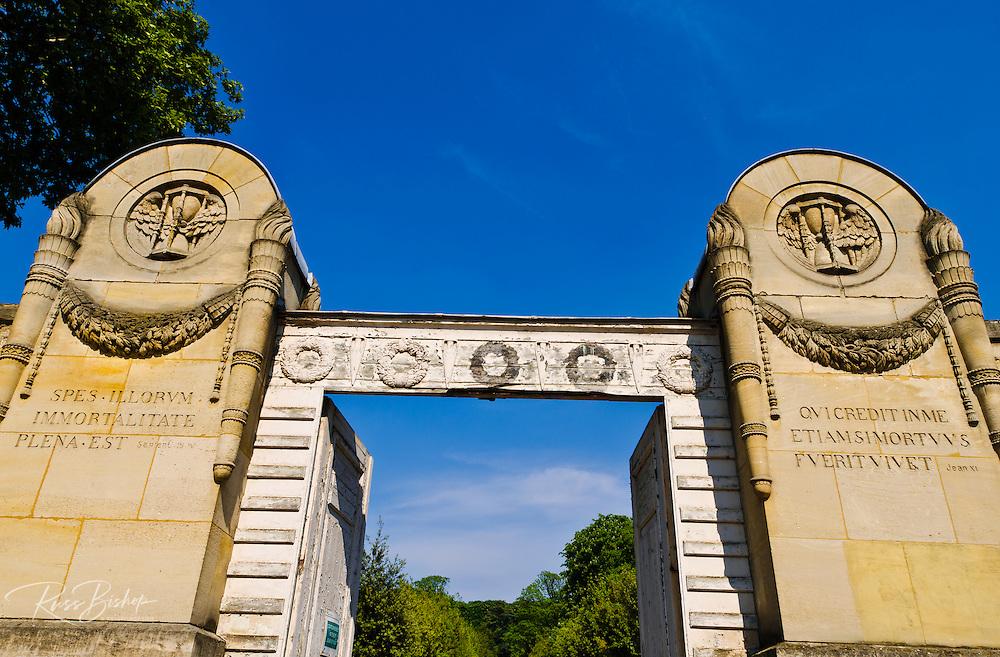 Gates at the main entrance, Père Lachaise Cemetery, Paris, France