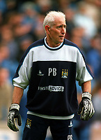 Fotball<br /> Foto: Colorsport/Digitalsport<br /> NORWAY ONLY<br /> <br /> Peter Bonetti Ex. Chelsea and England goalkeeper.Now Goalkeeping coach at Man City. Manchester City v Manchester United. 9/11/2002